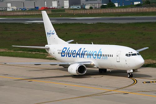 самолет лоукостера Blue Air