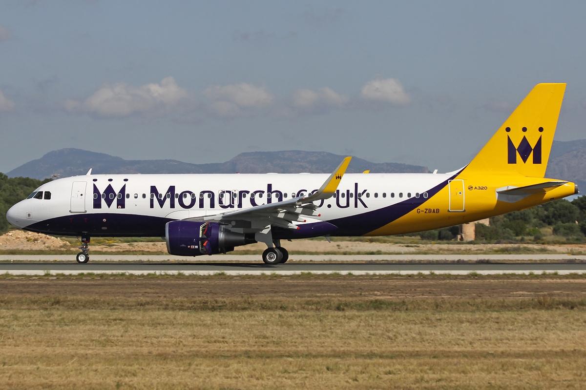 самолет airbus лоукостера Monarch Airlines