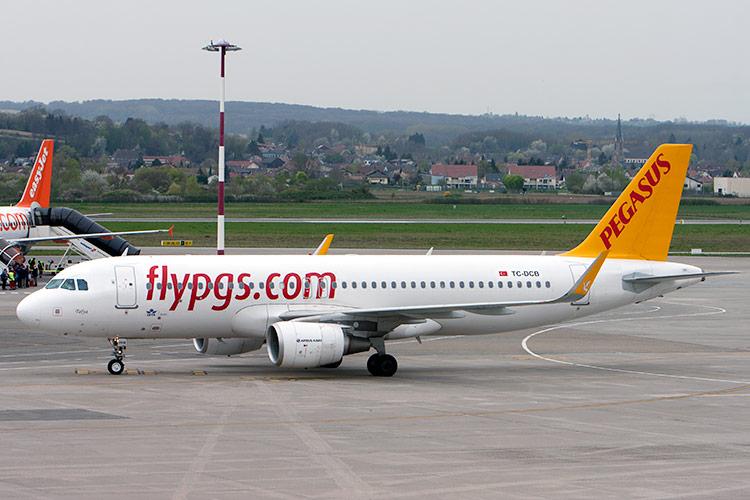 самолет airbus лоукостера Pegasus Airlines