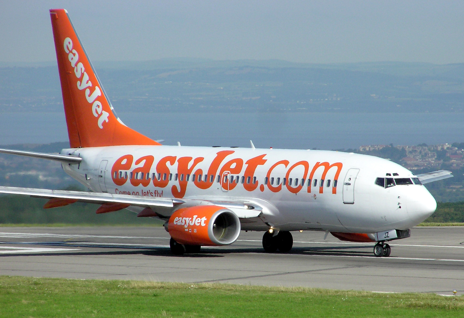 самолеты лоукостера EasyJet