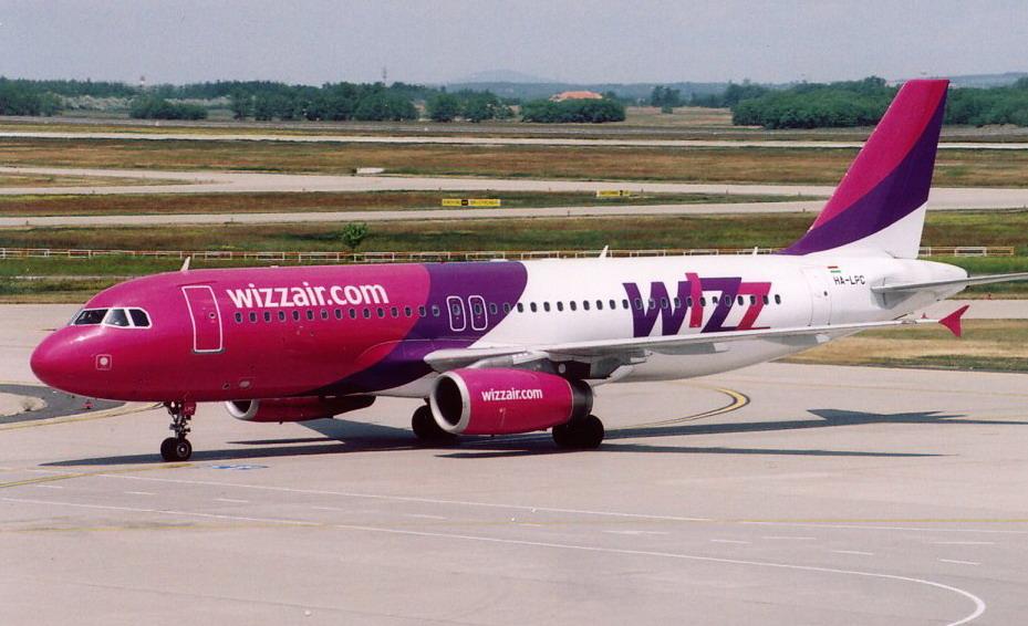 самолет airbus лоукостера Wizz Air