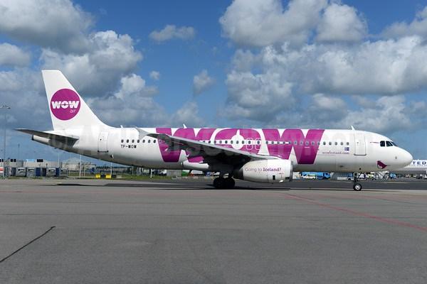 самолет airbus лоукостера WOW air